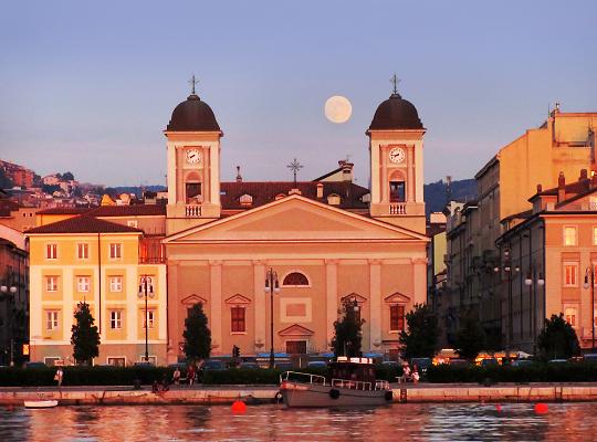 Holdfelkelte Triesztben: egy ilyen kép készítése nem csak a szerencsén múlik, meg is tervezhető - Fotó: Michaela Kobyakov